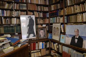 Libreria Umberto Saba, interno. Foto di Saba. Ritratto del poeta fatto dal pittore Bolaffio